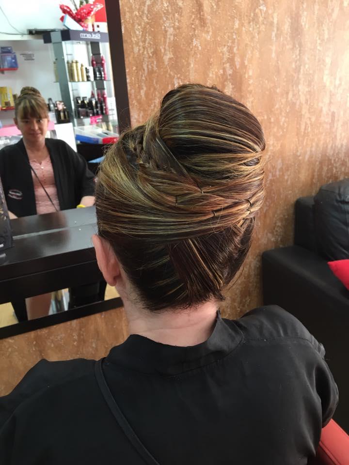 Peinado recogido alto con trenzas